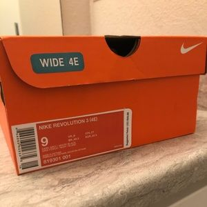 Brand New Men's Nike size 9 wide